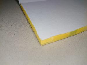 ポストカードの側面にマスキングテープ